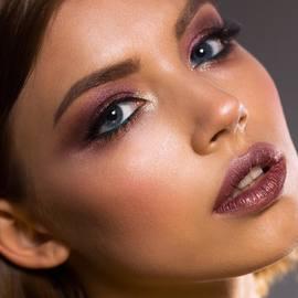 Illuminer votre regard grâce à nos palettes Show Off. Des textures fondantes et précieuses pour un regard parfait ! #misscop #maquillage #makeup #glitters #pailettes