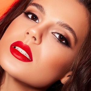 La poudre compacte Matte Compacte vous donnera un teint unifié et velouté#misscop #maquillageaddict #maquillage #makeupaddict #instabeaute #maquillages #passionmakeup #cosmetique #beauty #makeuplover #makeup #beaute #makeuptime #instamakeup